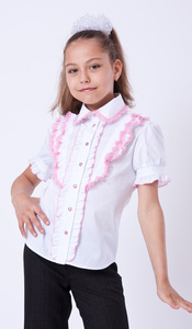Блуза 1290 руб. Блузка с коротким рукавом, выполненная в романтическом стиле. Верх украшен мягким кружевом, низ